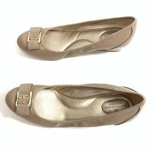 Bandolino B Flexible Womens Wedge Heel Sz 9.5M Tan